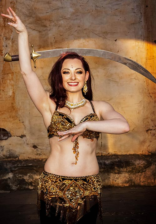 Tina - Bellydance with sword